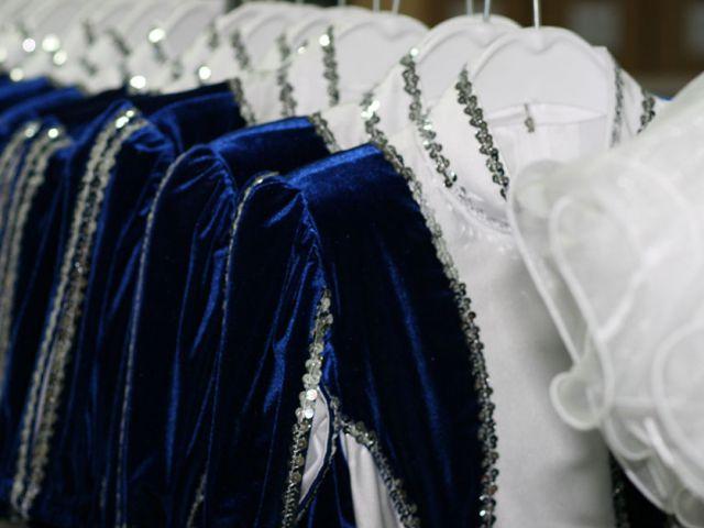 Gardekostüme in blau weiss