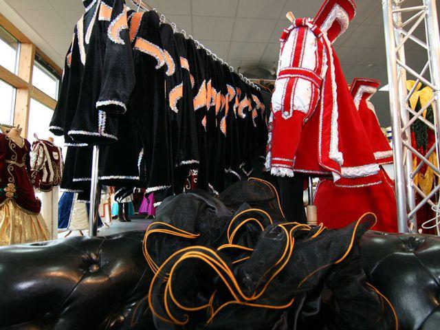 Gardekostüme und Petticoats